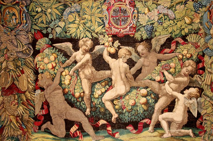 On one of the most beautiful #tapestries in the #milancathedral Museum, the play of #angels with fruit garlands as a wish of luck and happiness #duomodimilano #tuttifrutti #Expo2015 #Duomofood