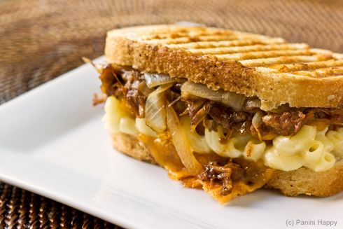 Toasted macaroni and cheese with pulled pork sandwiches
