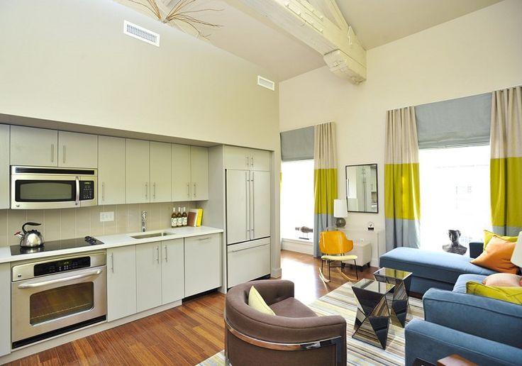 Il soggiorno con angolo cottura non è solo un'opzione legata a spazi ridotti, spesso si sceglie quando lo spazio c'è, eccome!
