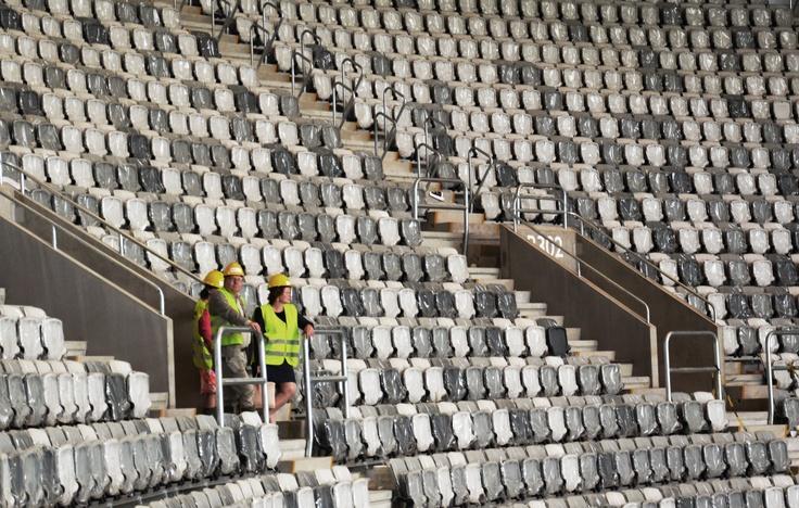 Karin Wanngård (S) och Tomas Rudin (S) på Tele2 Arena, ett par månader innan invigningen. Juni 2013.