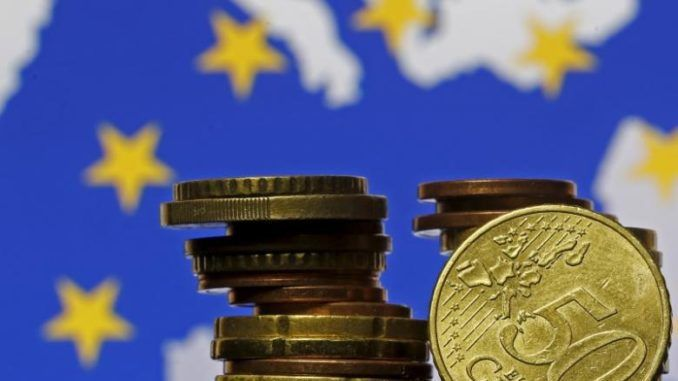 Euro dips with French election in focus; dollar firms - http://zimbabwe-consolidated-news.com/2017/04/21/euro-dips-with-french-election-in-focus-dollar-firms/