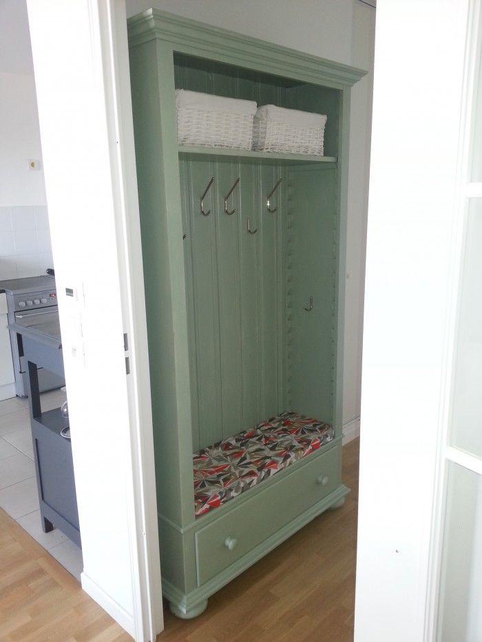 Super handig zo'n kapstok. Zelf gemaakt van een oude boekenkast. Ook heel handig als je geen gaten in de muur wilt maken.