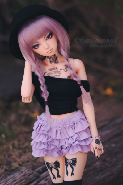 Black Carousel, love the colors and the ruffles. Dollspiration, bjd