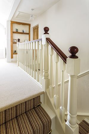 Best Painted White Newel Spindles With Cream Landing Carpet 400 x 300