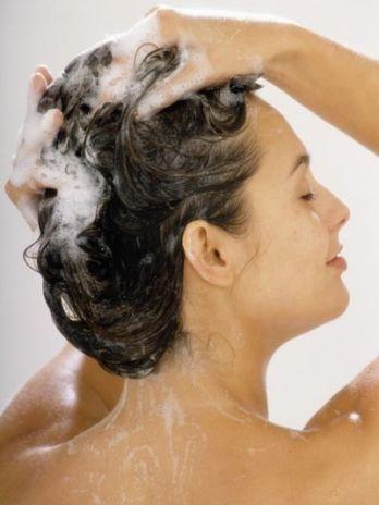 Tratamientos Caseros Para El Cabello.  Antes de empezar utilizar estos tratamientos caseros para el cabellodebes saber cuál es la razón por la que tu cabello está así, pues la idea es atacar el problema de raíz para que no vuelva a ... Ver más aquí: https://imagenesdepeinados.com/tratamientos-caseros-para-el-cabello/