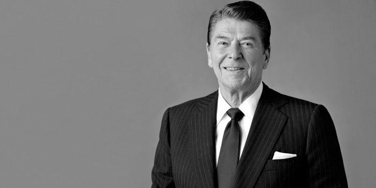 E' sempre allerta democratica: prima di Donald, ci fu Ronald Quando Ronald Reagan conquistò la Casa Bianca, i salotti liberal e benpensanti furono profondamente scossi.  Jimmy Carter, il re delle noccioline, era considerato un egregio candidato. Oltre a essere #trump #clinton #usa #obama #reagan