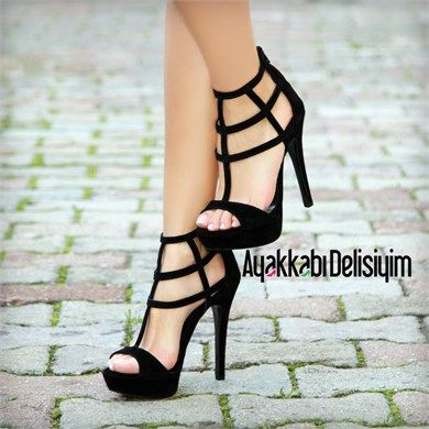 Siyah topuklu ayakkabı http://www.delisiyim.com/henrika-suet-siyah-platform-topuklu-ayakkabi