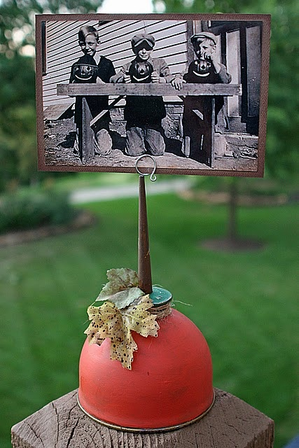 DIY~ Oil Can turned Pumpkin Photo or recipe holder~ If you don't have an oil can you could paint a jar like this too!