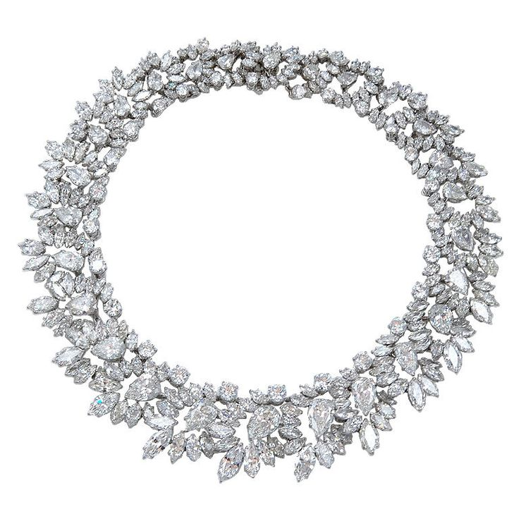 HARRY WINSTON Magnificent Wreath Diamond Necklace made in 1964 mounted in platinum contains a total weight of diamonds of 146.67 carats