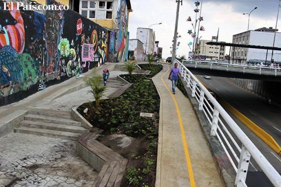 Renuevan puente de la Carrera 4 con Calle 5. Se construyó una pérgola, se pulió el piso y se instalaron materas y bancas. #Cali