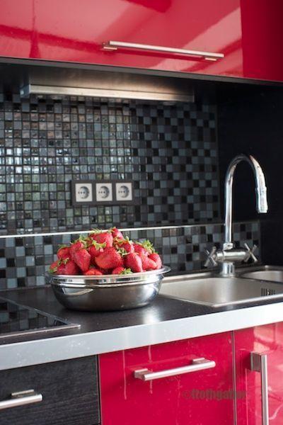 Modern konyha - Modern kitchen  Minimál stílusú, egyszerre szép és praktikus családi ház kültéri medencével, stílusos kerttel, gyönyörű kilátással Családi ház eladó Diósdliget 260 m² - HomeHunters - Ingatlanok