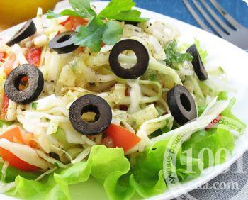 Салат из капусты с помидорами, огурцами и оливками