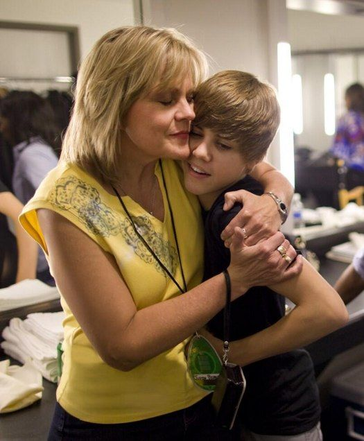 Mama J wants Justin Bieber's fans to pray for him!