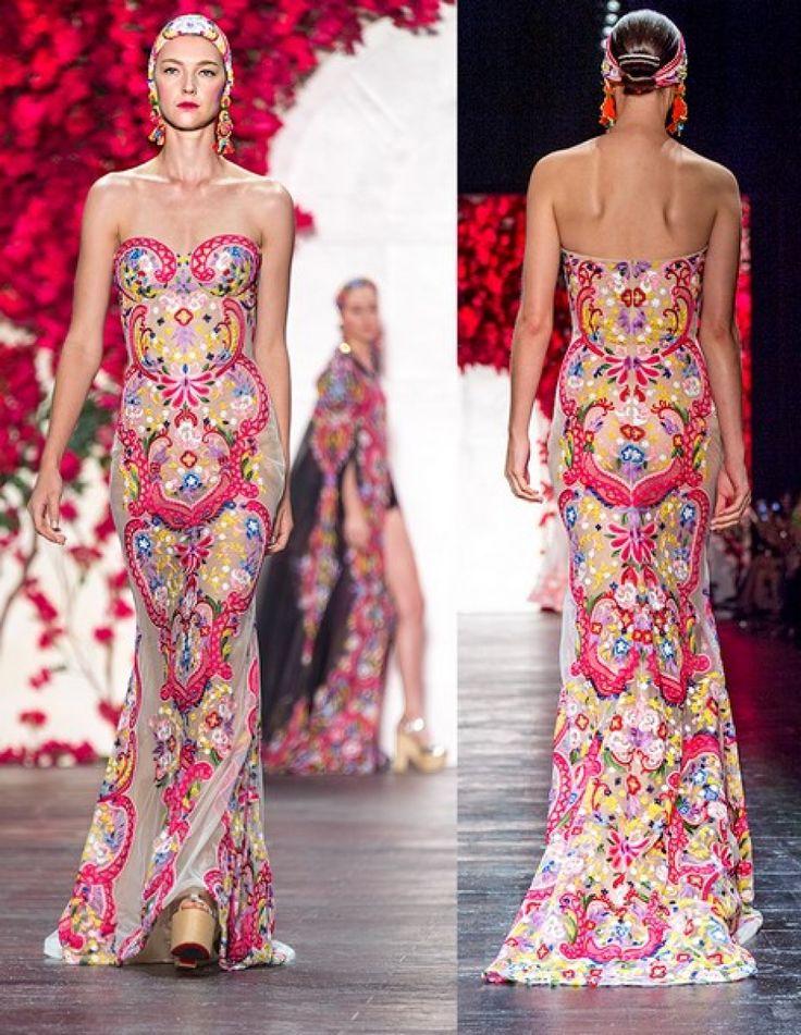 Ontdek jouw inner-flamenco danseres en trek blouses aan met blote schouders en jurken met extra veel rushes.