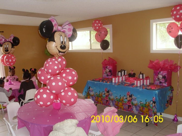 Minnie mouse party decorations, Minnie mouse party centerpieces, minnie mouse party ideas, minnie mouse party tablecloths, pink with white dots tablecloths, kids sized party tables and chairs rental, kids party rental in Orange County, Costa Mesa, California