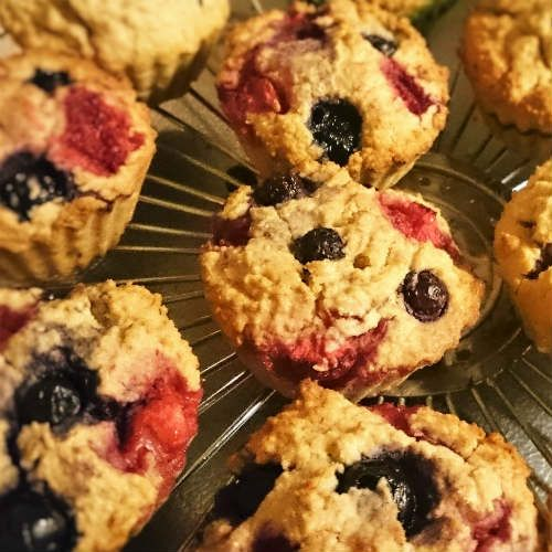 yoghurt-bosbessen-aardbeien-muffins