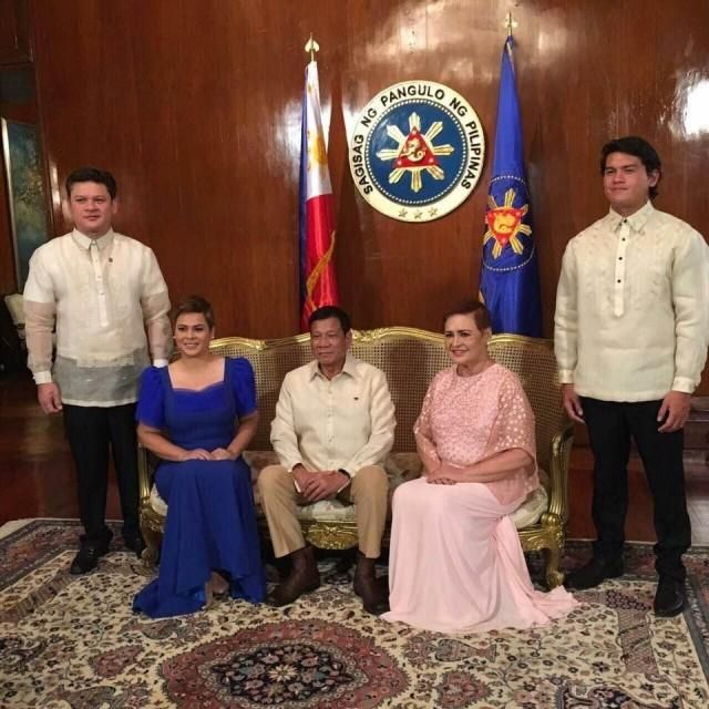 Duterte's families arrive separately in Malacañang   News   GMA News Online