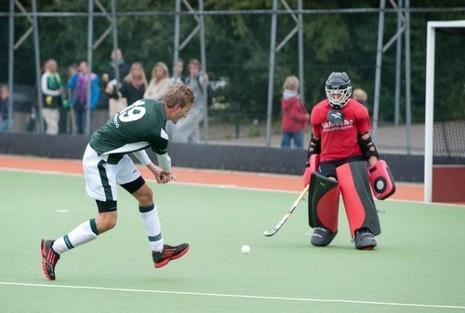 Overgangsklasse | Hockey.nl De topschutters: Daan Oostendorp van Cartouche timmert aan de weg.