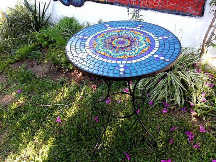 Las 25 mejores ideas sobre mesas en mosaico en pinterest for Mesas de mosaico
