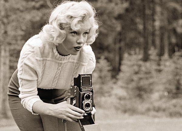 Marilyn Monroe using vintage camera