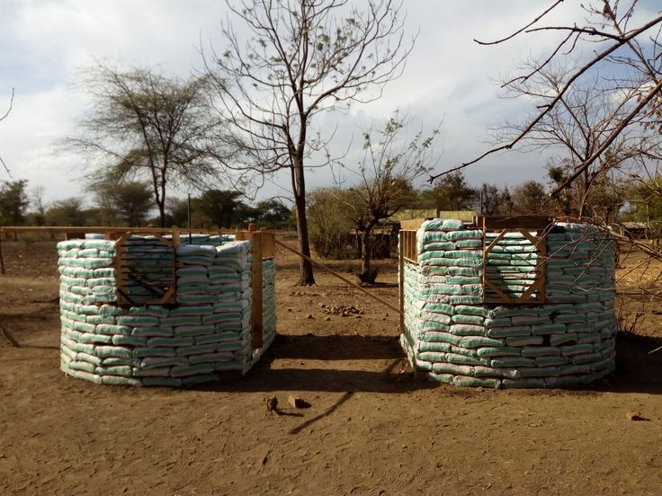 How Earthbags and Glass Bottles Can 'Build' a Community,© Mathias Cornille