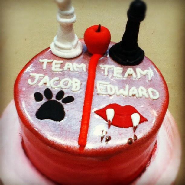 #Twilight cake! Are you Team Edward or Team Jacob?