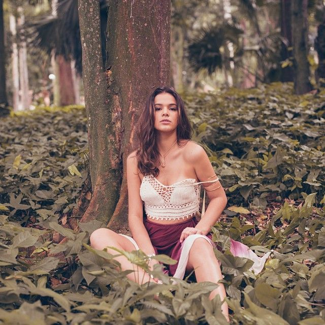Bruna Marquezine e outras famosas apostam em peças de crochê. Confira looks!