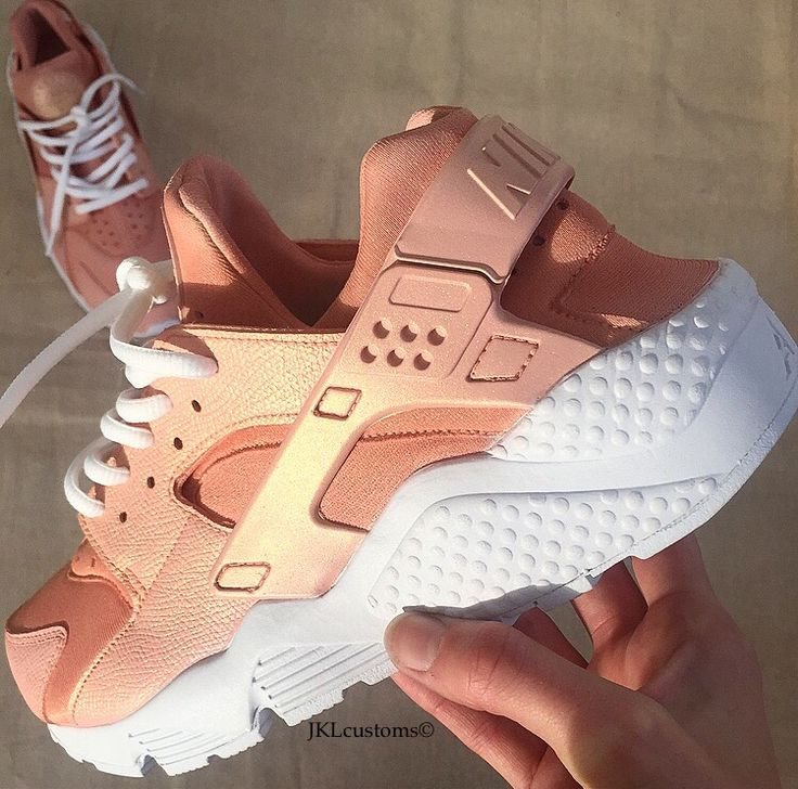 Nike Huarache Rose-Gold.There is a video on my Instagram of these RoseGold to showcase the shimmer that you cannot see on any of the photos. Head to @jkl_customsHand-painted and made to ea...