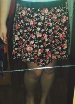 Kup mój przedmiot na #vintedpl http://www.vinted.pl/damska-odziez/spodnice/12661617-spudnica-w-kwiatki-na-gumce-luzna-zip-na-zamek-m