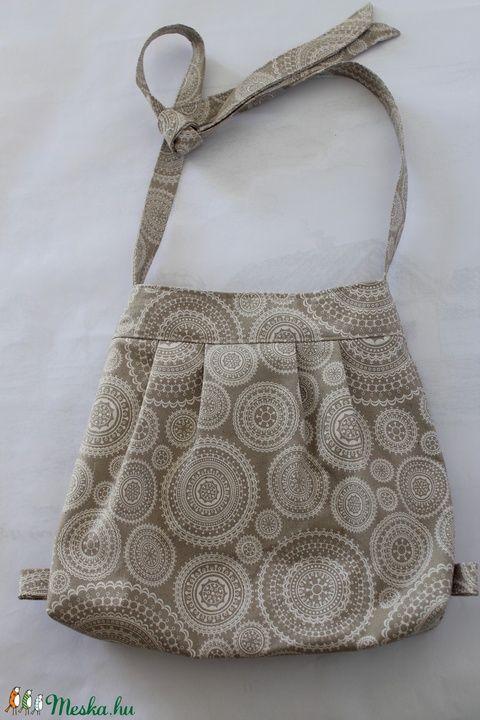 Mandalás, beige táska (silvanafoltvarras) - Meska.hu