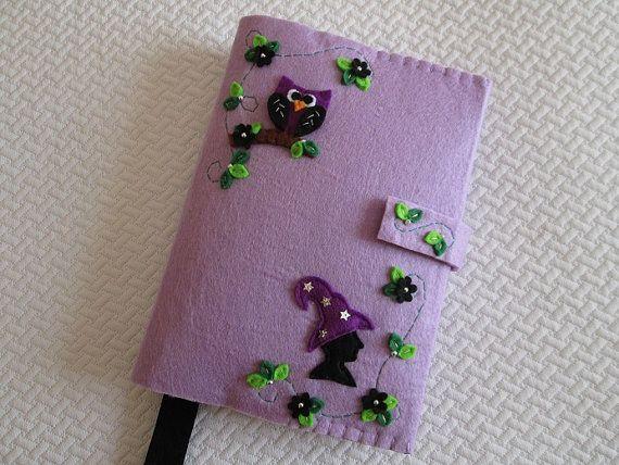 Porta Libro in feltro con Strega, Gufo e cornice di foglie e fiori neri; Regalo per lettori; Creazioni Handmade