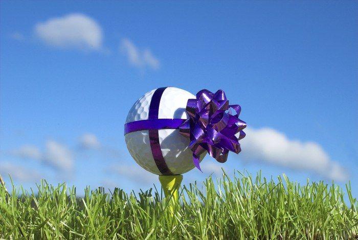 """Voici quelques idées de cadeaux de golf pour les retardataires !  (Cliquez sur le lien pour en savoir +) N'oubliez pas que vous avez 5% de réductions sur le site OnlineGolf.fr avec le code de réductions """"BONSPLANSGOLF"""" ! Bonne journée à tous !"""