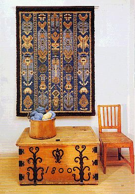 Uurainen LXXIX on tyypillinen keskisuomalainen kansanomainen ryijy. Se edustaa kustavilaista tyyliä, mistä muun muassa sininen väri kertoo. Ryijy on peräisin vuodelta 1798.