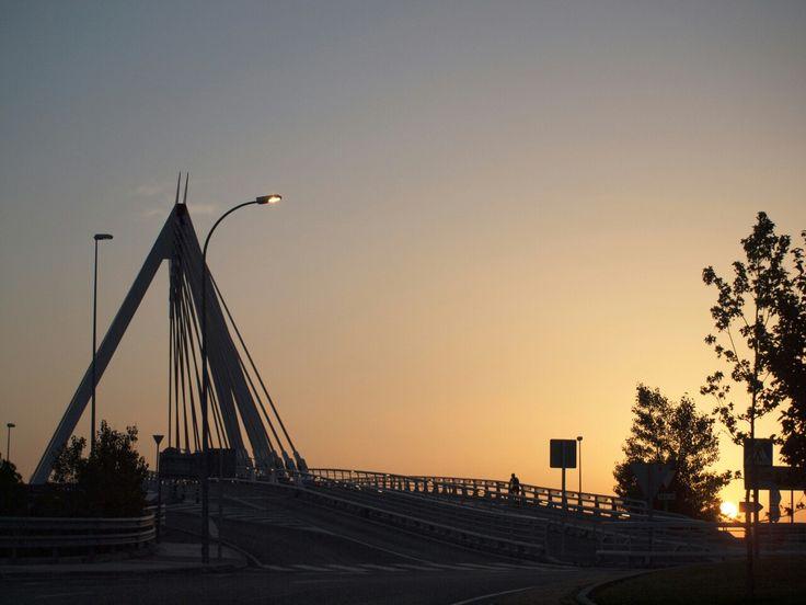 Amanecer en el puente de las Rozas. Madrid