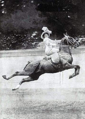 Corset, side saddle, chapeau... and mad skill, c. early 20th C. This lady is crazy cool
