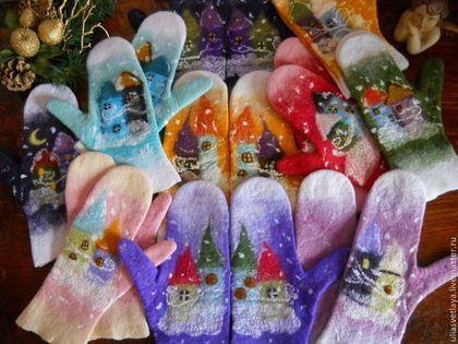Купить или заказать Варежки валяные 'Зимняя сказка' в интернет-магазине на Ярмарке Мастеров. Замечательные войлочные варежки на зимнюю сказочную тематику. Метель засыпает снегом домики старинного городка. Мягкие, теплые, приятные для кожи и очень уютные! Внесут яркие, сочные краски в серые тона зимы. С такими варежками у Вас будет отличное настроение! Никого не оставят равнодушными, ни детей, ни взрослых. Отличный аксессуар и великолепный подарок!