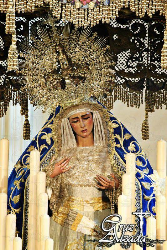 María Stma. de las Angustias Coronada de Sevilla en su paso de palio. Cuaresma 2014