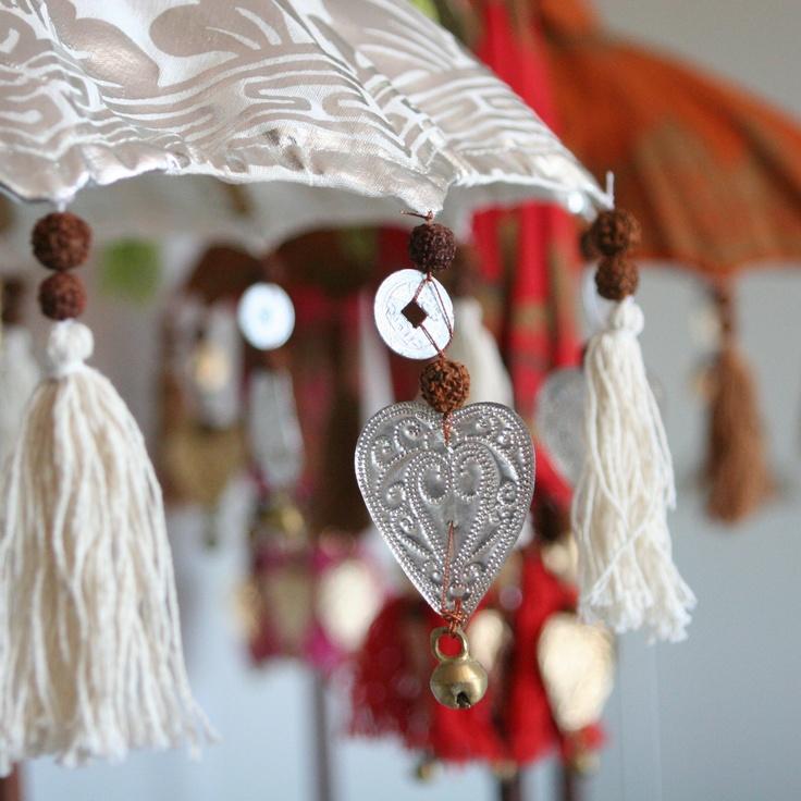 balinese ceremonial umbrellas parasol balinais pinterest carillon parasol et ombrelle. Black Bedroom Furniture Sets. Home Design Ideas