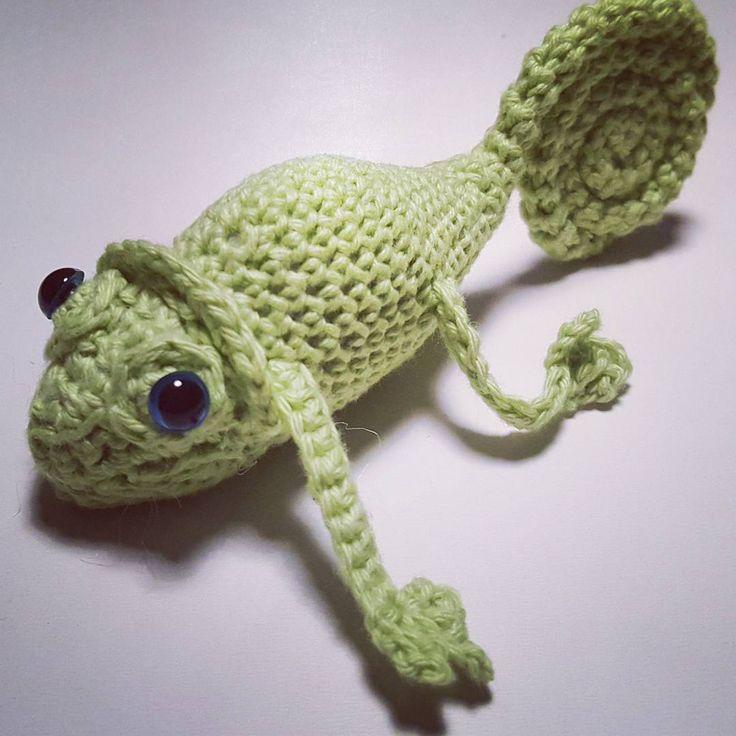Kamæleon... så kan Majamusen få Pascal med til fastelavn. #pascal #hæklet #crochet #chameleon #stuffedanimal #fastelavn