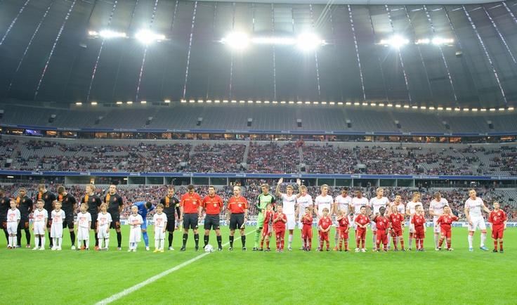 Saisonabschluss 2011/12: Der FC Bayern München empfängt die niederländische Nationalmannschaft in der Allianz Arena