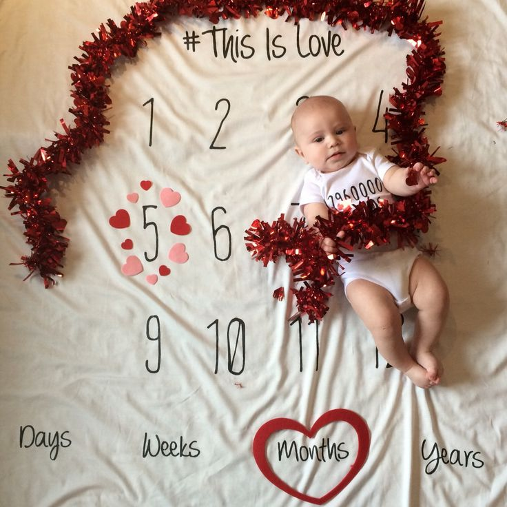 Sneak peak at Baby H celebrating his 5 month anniversary. I captured his milestone on our Anniversary Blanket and it was only fitting to use Vday decor as its right around the corner. Doesn't he just melt your ❤️! HAPPY VDAY ALL❤️