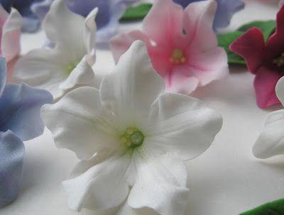 FREE TUTORIAL: polymer clay or gumpaste flowers. Mansikkamäki: Petunia