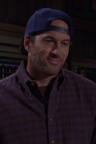 """Scott Patterson was 42 when Luke poured his first cup of coffee for us and 49 when he last wore one of Luke's plaid shirts.   The Cast Of """"Gilmore Girls"""" In Their First Episode, Last Episode, And Now"""