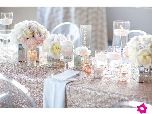 Mesas para boda con manteles de lentejuelas