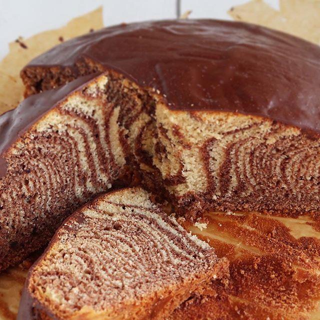 GOOD Evening Lovlies 🙌🏼 I've always really wanted to do a zebra cake. This cake is easy to bake and will elate everyone 😉 . . Hallo Ihr Lieben, ich wollte schon immer mal einen Zebrakuchen backen. Dieser Kuchen ist wirklich leicht zu backen 😉