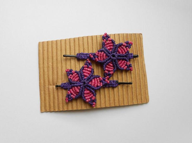 Barrettes à cheveux Fleur tressée en macramé : Accessoires coiffure par Macramundi. 12 euros, livraison en France offerte.