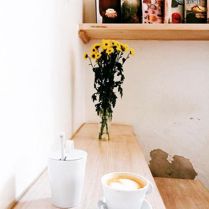 Takovy moje klasicky pondeli•kapucino•I•Need•Coffee•☕️•❤️•hezky zacatek tydne vsem!🌷 #coffee #coffeelover #goodmorning #ineedcoffee #prague #praha #kafe #cappuccino #tasteofcoffee #tasteactually #coffeemakesmehappy #foodie #foodblog #foodblogger #czechfoodblogger #milujukafe a jsem #kavarenskypovalec