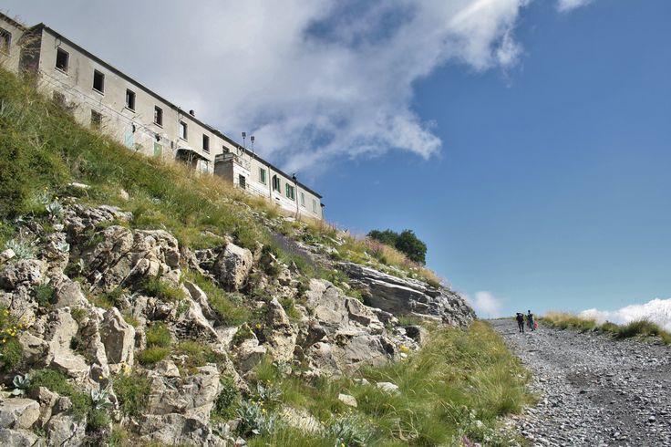 Rifugio Monte Grai (2012), Alta via dei Monti Liguri, Alta Val Nervia, ponente ligure.