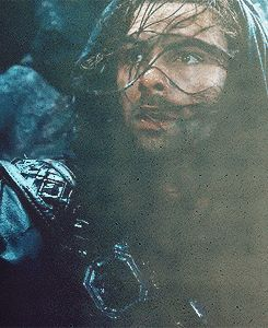 Kili's face when he gets separated from Fili on the mountain...Aah...QnQ...