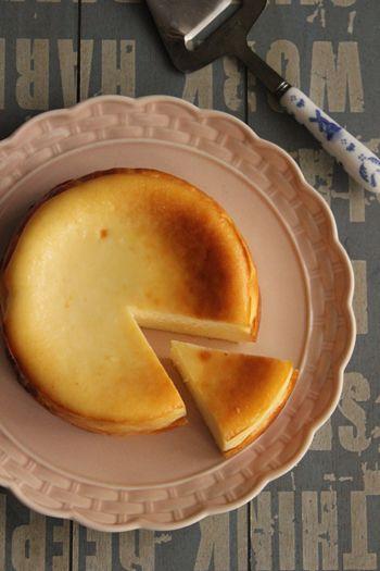 簡単!混ぜるだけ!基本のしっとり濃厚ベイクドチーズケーキ |ビジュアル系フード